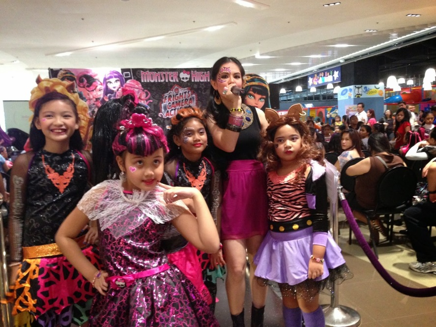 THE MONSTER HIGH HOLLYWOOD BLACK CARPET 2 - MARYLAINE VIERNES