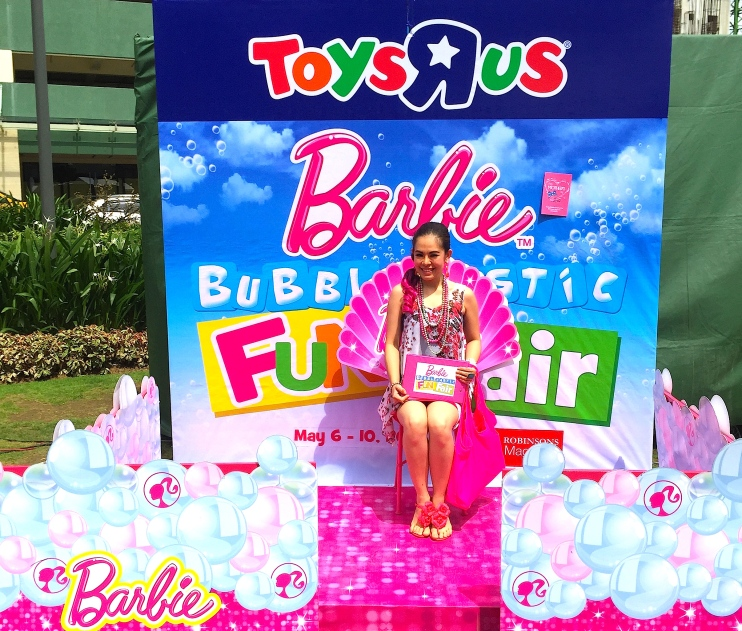 BARBIE BUBBLE HOST - Marylaine Louise Viernes
