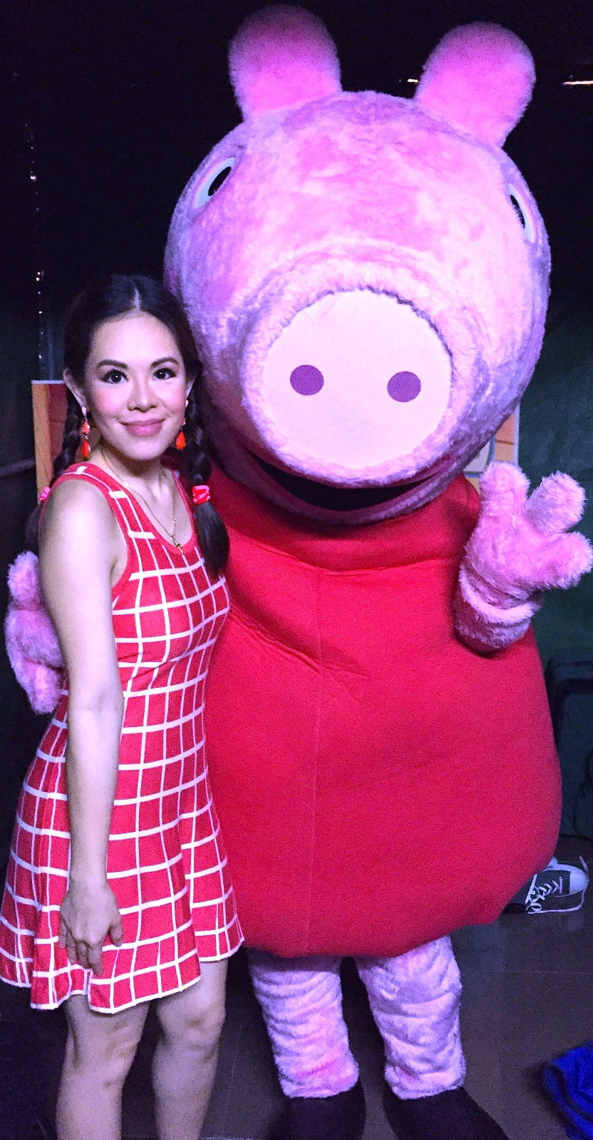 MARY WITH PEPPA PIG - BACKSTAGE
