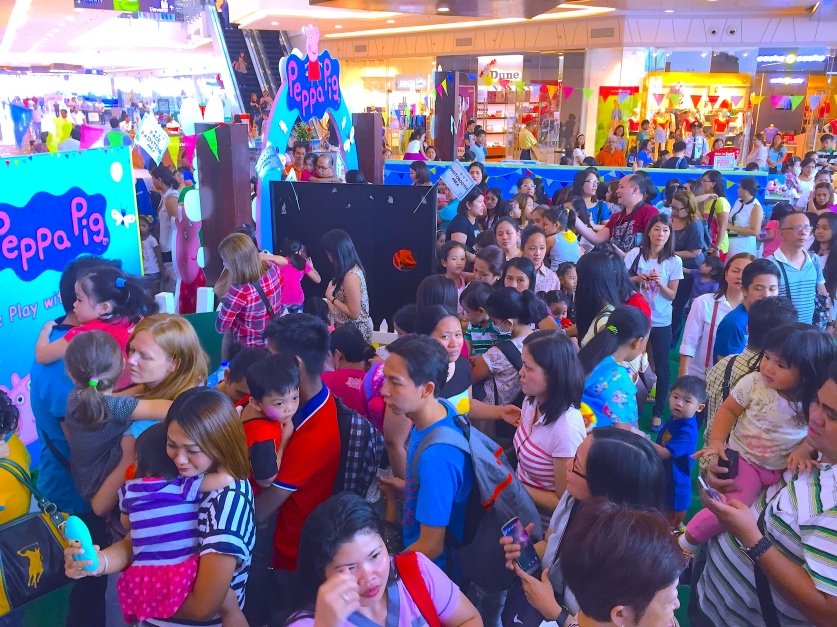 Peppa Pig Lovers Waiting to Meet Peppa