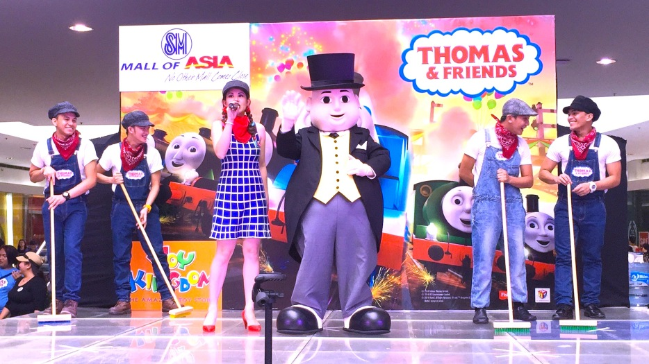 MARY AND TOPHAM HATT DANCING